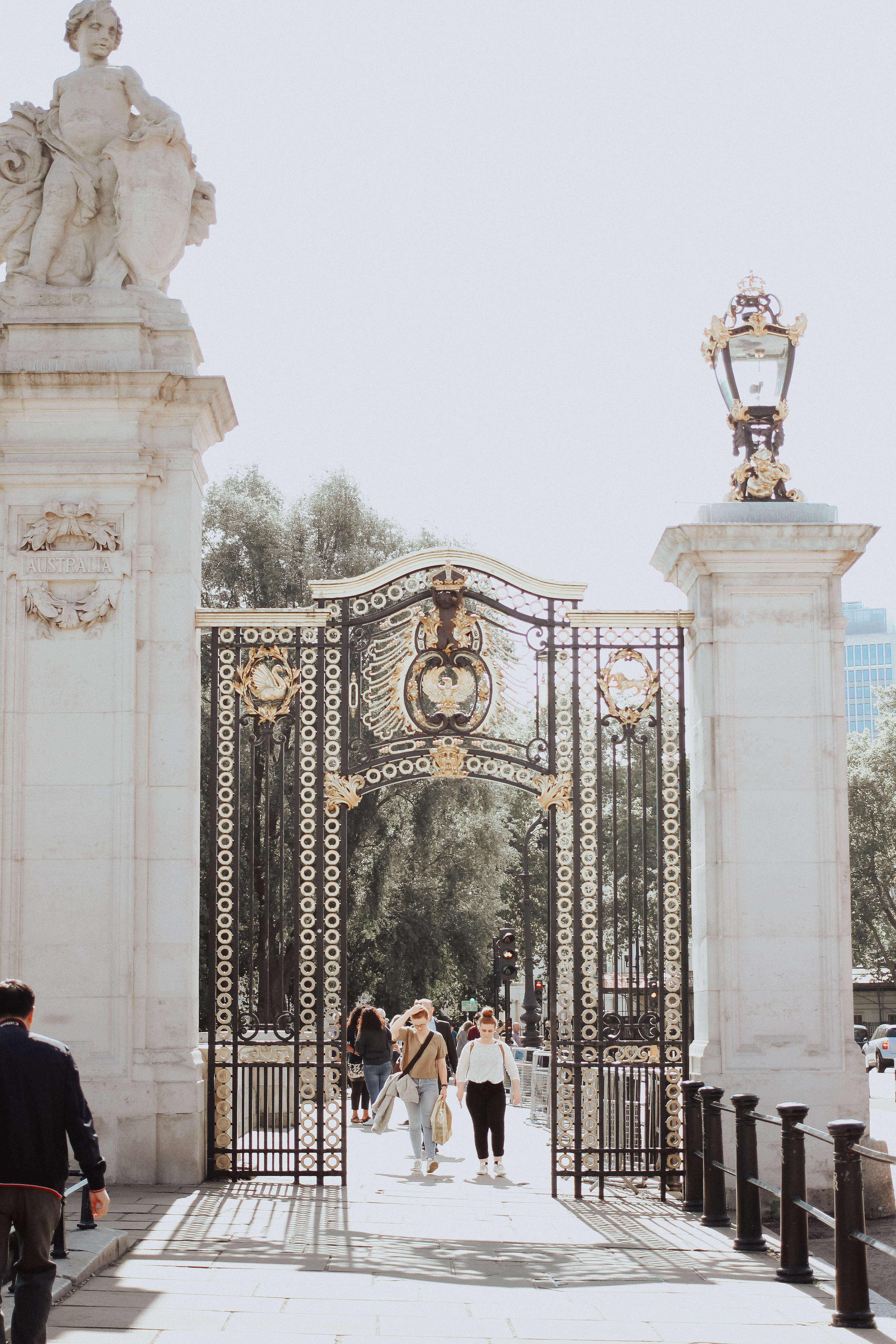 The Social Project, How To Make Friends, Social, Social Blogger, Social Media, Girl Boss, Entrepreneur, Creative, Collaboration, Barrie Wedding Planner, Barrie Social Media, Make Friends Club, London England, Travel, Travel Photography, Buckingham Palace